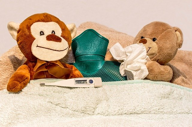 opice v posteli