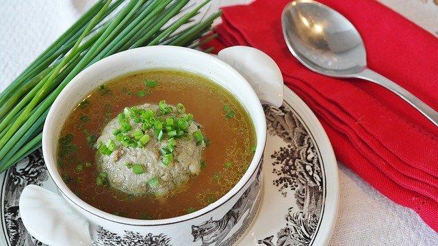 polévka s knedlíčkem